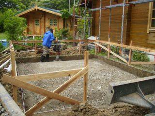 基礎工事開始/砕石転圧作業
