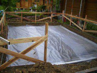 防湿シート敷設
