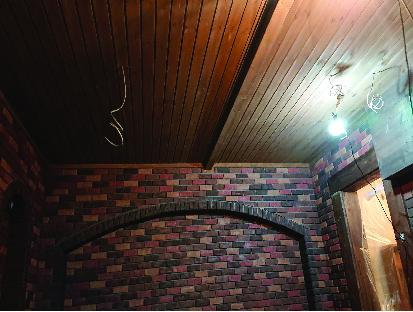 ワイン蔵天井下塗りしました