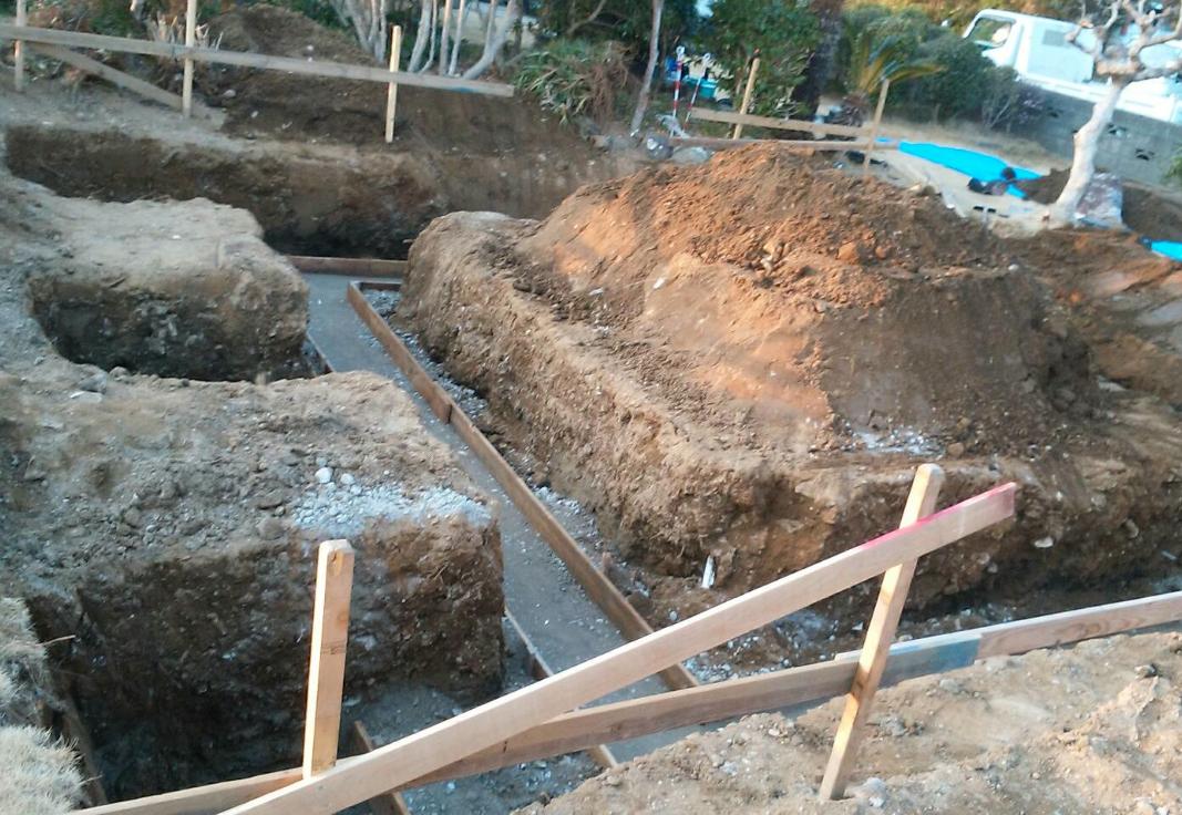 基礎工事開始